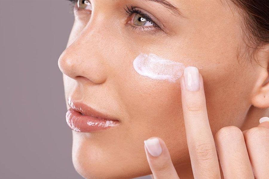 2. Apply moisturizer on damp skin